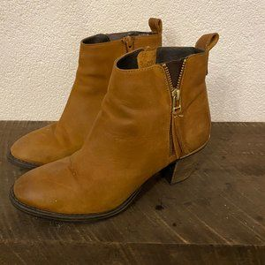 Steve Madden Tan Heeled Ankle Booties - Size 9